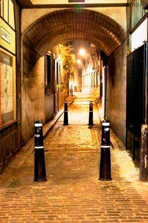 The arch leading to Gunthorpe Street through which our Jack the Ripper guided tour passes.