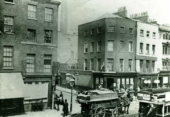The corner of Osborne Street in Whitechapel as it was in 1888.