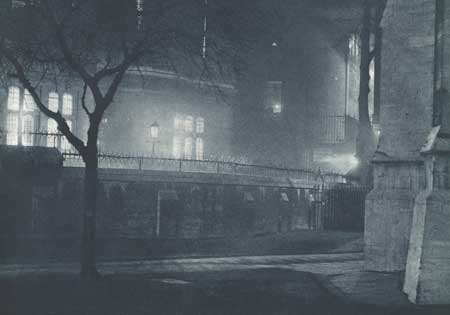 https://www.dickenslondontours.co.uk/images/temple-church-by-night.jpg